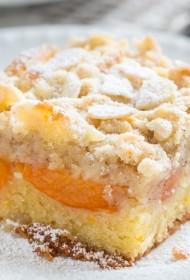Marcipāna drumstalu kūka ar aromatizētām aprikozēm