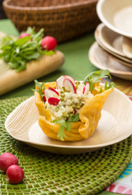 Pavasara salāti siera groziņos