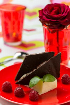 Bumbieru panna cotta ar rupjmaizes šokolādi