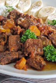 Liellopu gaļas sautējums ar dārzeņiem un bekonu  – Barreado