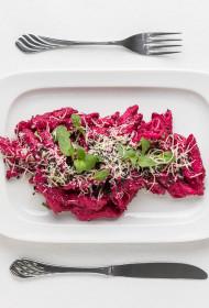 Sarkanie biešu pastas salāti