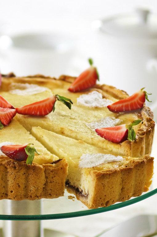 Biezpiena kūka ar zemenēm