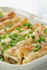 Cannelloni ar gaļas, garšaugu un biezpiena pildījumu