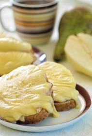 Karstās bumbieru siermaizītes