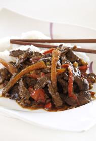 Liellopu gaļa ar rīsu nūdelēm