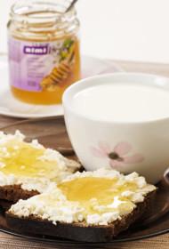 Saldās svaigā siera maizītes ar medu