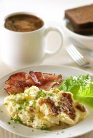 Brokastu omlete ar bekonu