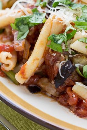Pasta a la norma – pasta baklažānu un tomātu mērcē