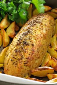 Cepeškrāsnī cepti pikšas kukulīši ar zeltainām kartupeļu šķēlēm
