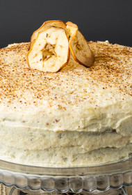 Rupjmaizes rīvmaizes biskvītkūka ar ābolu krēmu