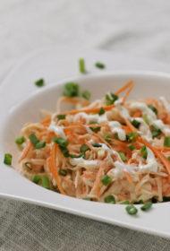 Ziemas vitamīnu salāti trīsvienībā – selerijas sakne, burkāns un ābols