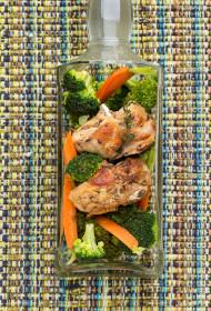 Bērzu sulas vīnā sautēts trusis ar burkāniem un brokoļiem
