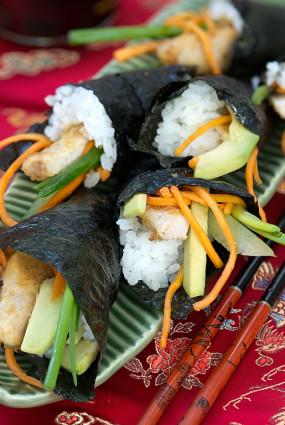 Temaki suši (tūtiņas) ar ceptām vistas strēmelītēm