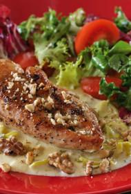 Vistas fileja Gorgonzolas siera un valriekstu mērcē