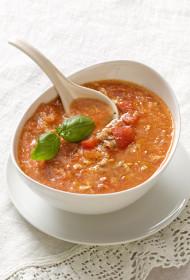 Zupa – vistu dumpis tomātos ar mazo, zaļo, garšīgo