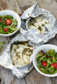Baltās zivs pauniņas ar garšaugu sviestu un laima sulu