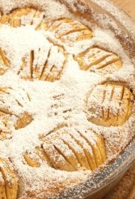 Lepnā saldskābo ābolu kūka