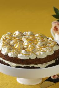 Burkānu kūka ar svaigā siera krēmu