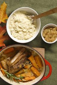 Latvisks cūķis ar kartupeļu un biezpiena stuķi un pašmāju ābolu mērci