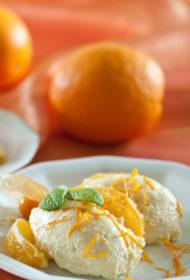 Gaisīgs biezpiena, baltās šokolādes un apelsīnu deserts