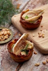 Mandeļu un turku zirņu tartes ar sēņu krēmu un karamelizētu fenheli