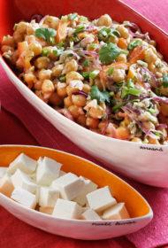 Siltie turku zirņu un Fetas siera salāti ar kuminu