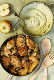 Sātīgs sautējums ar āboliem un žāvētām plūmēm un kartupeļu–puravu micīti