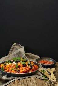Marokāņu tadžīna ar melnajām olīvām, harisas pastu un sālītiem citroniem