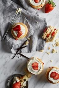 Vaniļas un zemeņu svaigās siera kūkas