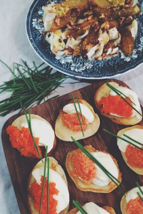 Rauga pankūciņas ar ikriem un cigoriņu salātiem