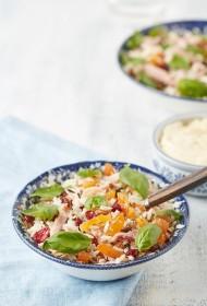 Rīsu salāti ar kūpinātām aprikozēm un vistu