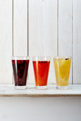 Bumbieru, apelsīnu un ābolu karstie dzērieni