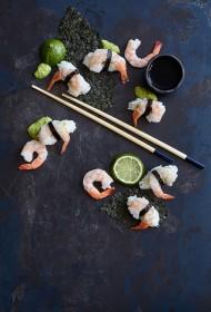 Suši ar garnelēm un vasabi mērci