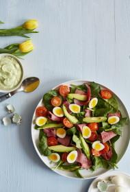 Spinātu salāti ar paipalu oliņām