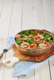 Pasta ar maigu vistu un brokoļiem