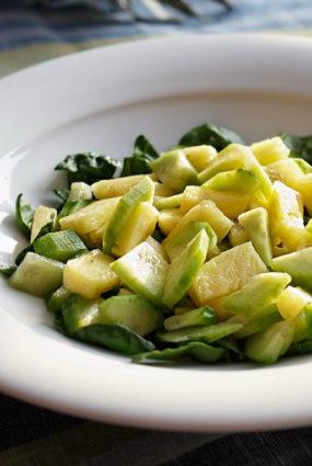 Supersvaigie gurķu un ananāsu salāti