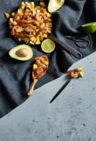 Garneles mango mērcē ar mango un avokado salātiem