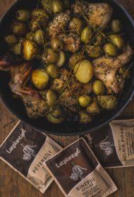 No jaunām garšām baidīties nevajag! Gardi vistu spārniņi ar jaunajiem kartupeļiem un olīvām.