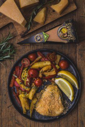 Jaunas garšas un smaržas! Baltā zivs kraukšķīgā siera garoziņā ar grilētiem dārzeņiem