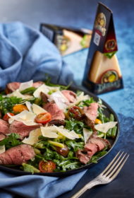 Meklē izsmalcinātu ēdienu, ko iespējams ātri pagatavot? Siltie steika salāti ar rukolu, tomātiem un sviesta pupiņām.