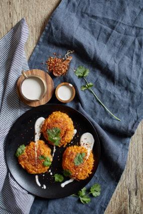 Saldo kartupeļu pankūkas ar Indijas riekstu skābo krējumu