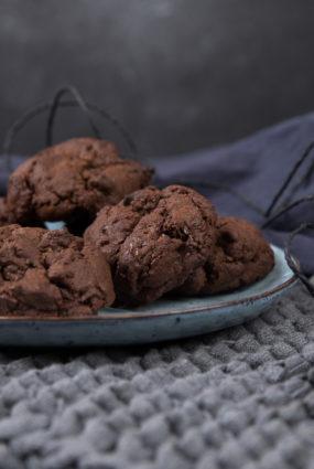 Ātri, lēti un ļoti, ļoti gardi – šokolādes cepumi ar šokolādes gabaliņiem
