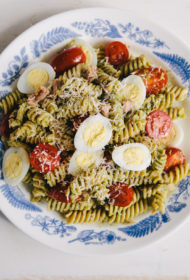 Take-away jeb pusdienu maltīte līdznešanai – pasta ar zaļumu mērci un tunci