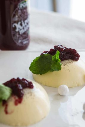 """Itāļu virtuves deserts – Panna cotta ar """"Pūres"""" ķiršu smēriņu"""
