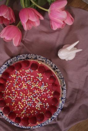 Maskarpones neceptā siera kūka ar ķiršu želeju