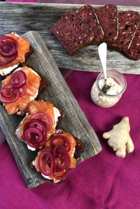 Rudzu biešu maize ar mazsālītu lasi