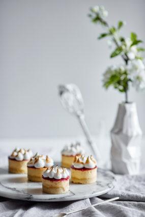 Kazas siera kūkas ar avenēm un itāļu meringu