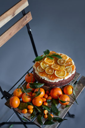 Mandarīnu kūka ar ingvera krēmu un karamelizētiem mandarīniem