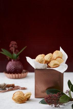 Madeleines ar citronu, kanēli un kokosriekstu skaidiņām