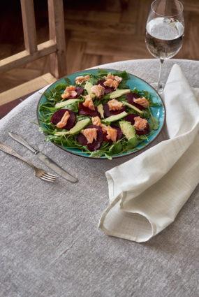 Biešu salāti ar lasi un krēmīgu citronu mērci